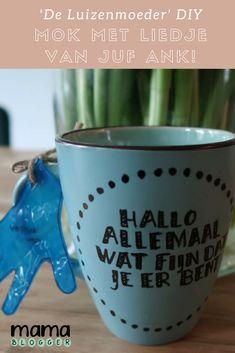 De Luizenmoeder mok met tekst van Juf Ank! Maak deze mok heel makkelijk zelf https://mamablogger.nl/de-luizenmoeder-diy-mok-met-het-liedje-van-juf-ank/