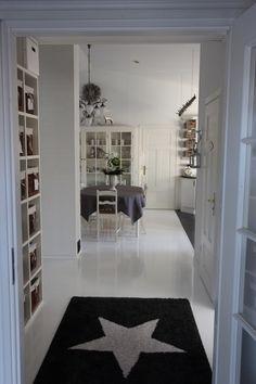 Valkoiseksi maalatut lattiat