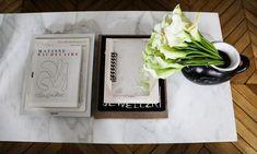 Table basse marbre Fleur Livres Salon Appartement Paris Marianne Fersing