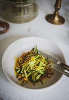 det bästa jag ätit som jag kommer att laga ofta hädan efter | Foodjunkie | Bloglovin' Food Art, Thai Red Curry, Zucchini, Crockpot, Vegetarian Recipes, Good Food, Food And Drink, Lunch, Snacks
