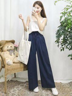 The Best Examples for Korean Street Fashion Korean Street Fashion, Korea Fashion, Asian Fashion, Trend Fashion, Korean Fashion Trends, Fall Fashion Outfits, Fashion Design, Women's Fashion, Ulzzang Fashion
