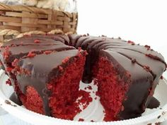 Bolo Red Velvet Fácil - Receita Toda Hora Food Cakes, Pavlova, Bolo Red Velvet Receita, Red Valvet, Sweet Cakes, Sin Gluten, Cakes And More, No Bake Cake, Cake Recipes