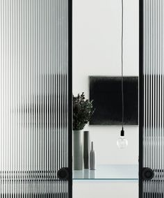 Chic Glass Partition Design Ideas For Your Living Room Glass partitions are the ideal way to maximise space with minimal fuss and cost. Most modern offices are now open plan, but sometimes you need to crea. Interior Design Minimalist, Minimalist Decor, Minimalist Kitchen, Contemporary Interior, Simple Interior, Minimalist Living, Minimalist Bedroom, Modern Minimalist, Glass Partition Designs