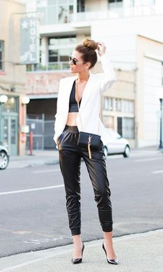 Black (Faux) Leather Track Pants with Black (Faux) Leather Bustier Bralette, White Blazer and Pointy Pumps / sporty chic / urban street style Urban Street Style, Street Chic, Street Fashion, Sport Chic, Sport Style, Leather Jogger Pants, Jogger Pants Outfit, Mode Editorials, Fashion Editorials