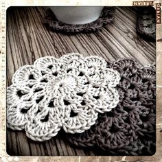 bandorka: Háčkovaný podšálek Crochet Projects, Knit Crochet, Coasters, Crochet Earrings, Crochet Patterns, Sewing, Knitting, Handmade, Diy
