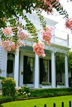 garden district, new orleans~ I was there twice. once before katrina and once after, AlliedPRA New Orleans Southern Homes, Southern Belle, Southern Charm, Southern Living, Southern Accents, Southern Hospitality, Simply Southern, Mardi Gras, Exterior Design