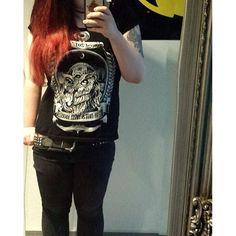 #mirrorpic#rocknowl#rocknowlclothing#instapic#picsoninstagram#like4like#blacklove#skinnyjeans#alternativegirl#redhair#röhre#röhrenjeans#batman#alternativegirls#tattooedgirls