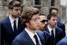 Los jugadores del FC. Barcelona, Leo Messi y Gerard Piqué, junto con sus compañeros, a su llegada esta tarde a la catedral de Barcelona