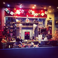 Raeburn Place #christmaswindow #stockbridge #stockbridgeedinburgh #edinburgh #scotland