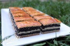10 karácsonyi szelet süti | Nassolda Sweet Desserts, Sweet Recipes, Ital Food, Hungarian Recipes, Holiday Dinner, Cake Cookies, Cookie Recipes, Sushi, Yummy Food