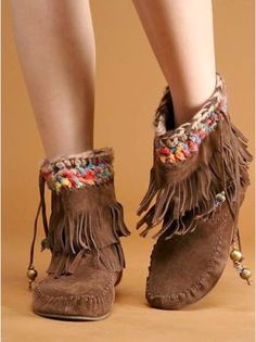 Fringe Moccasin Boots-I miss my moccasins! I had this style in brown& black & wore them all the time. Boot Over The Knee, Over Boots, Cute Shoes, Me Too Shoes, Botas Boho, Fringe Moccasin Boots, Fringe Boots, Mocassins Boots, Pumps