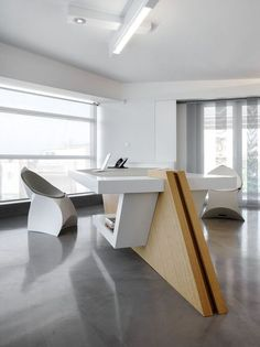 Office furniture is always important, for decoration. Modern office furniture 2014 and easy-to-use method for you to read. Office Table Design, Reception Desk Design, Office Space Design, Modern Office Design, Office Furniture Design, Contemporary Office, Office Interior Design, Office Interiors, Office Decor