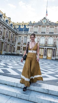 Jennifer Lawrence braless slight areola at the Palace of Versailles Versailles, Le Style Jennifer Lawrence, Jennefer Lawrence, Happiness Therapy, Kentucky, Hollywood Celebrities, Hollywood Life, Elegant Woman, Star Fashion
