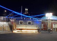 Ein geheimnisvoller #Bauwagen auf dem Gelände des Alten Schlachthofes   Ein Projekt des @staatstheaterka zum Thema #Heimat in der #Stadt. Hier wird ab morgen geforscht und in 10 Tagen dann die Ergebnisse vorgestellt.  #visitkarlsruhe #visitbawu #karlsruhe #nightshot #night #Stadtansichten #bluelight #lostplaces #explore #explorekarlsruhe #Nacht #spooky #schlachthof #darkness #building #art #kunst #citylife #explorethecity