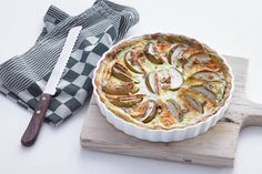 Briequiche met appel Brie, Veggie Dinner, Savory Tart, Savoury Baking, Winter Food, Muesli, Clean Eating Recipes, Healthy Recipes, Cheesecake Recipes