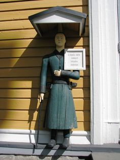 "Vetelin kirkon vaivaisukkoThe welcoming poor man statues (""men-at-alms"") outside churches in Finland tell a story of poverty and needs and give a hint about how the situation was handled in the parishes in past years."