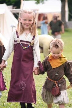 Great medieval living photos. Lots of food prep and garb