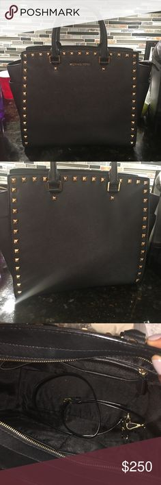 Michael Kors XL Studded Selma Accepting offers. 100% authentic. Has pockets on exterior sides. Black Saffiano leather with Gold hardware. Comes with detachable strap and dustbag . Has smoke smell from original seller, I've kept dryer sheets in it to mask the smell🔴I will never trade. Michael Kors Bags Satchels