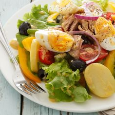 Nicoise Salad is a filling entree salads that has all of the nutrients you need from a complete meal. The protein-rich ingredients include eggs, olives, and tuna, and are tossed with bell peppers, tomatoes, crisp green beans, and lettuce. #Nicoisesalad #saladrecipes