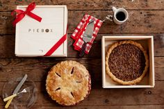 Wooden Pie Box - I'm in LOVE with this idea for delivering pies to family and friends especially as we head into the Thanksgiving and holiday season.