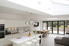 Luxury Kitchens Kitchen trends White Gloss Lacquer Kitchen - Kitchen Trends What to expect for kitchen design in 2017 that will bring us pleasure, choice and convenience in our homes. Kitchen Diner Extension, Kitchen Family Rooms, White Gloss Kitchen, Open Plan Kitchen Dining, Kitchen Remodel, Contemporary Kitchen, Open Plan Kitchen Living Room, Kitchen Layout, Kitchen Design