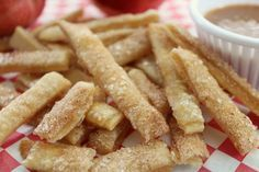 This fall, let your toddler help you out in the kitchen and whip up a batch of these delicious apple pie fries. Made with yummy apple pie filling, caramel, and cinnamon, this recipe is the perfect after-dinner treat to serve to your toddler! Best Apple Desserts, Apple Dessert Recipes, Apple Crisp Recipes, Easy Desserts, Baking Recipes, Fried Apple Pies, Apple Pie Fries, French Fries Recipe, Homemade Apple Pies