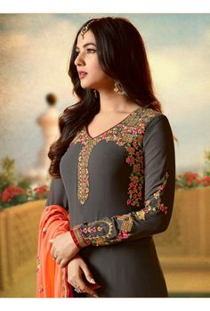 Browse through our quality range of casual punjabi suits. Latest designs of punjabi suits with photo available. Shop online now. Pakistani Dresses, Indian Dresses, Indian Outfits, Indian Clothes, Casual Asian Fashion, Embroidery Suits Punjabi, Embroidery Suits Design, Embroidery Designs, Indian Designer Wear