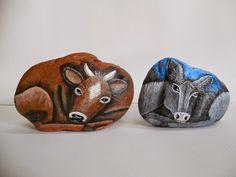 PREPARANDO LA NAVIDAD2 Buey y mula piedras pintadas a mano Stone Painting, Rock Painting, Animal 2, Rodents, Farm Animals, Painted Rocks, Arts And Crafts, Nativity Sets, Dolls