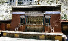 http://mount-kailash.com/gyantse/Pict0521a.jpg (Fosco Maraini -Segreto Tibet)