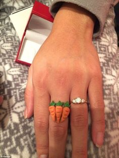 when she demand a three carat ring from you,meme Prank Gifts, Funny Gifts, 3 Carat Diamond, Funny Meme Pictures, Hilarious Memes, It's Funny, Christmas Nails, Christmas Gifts