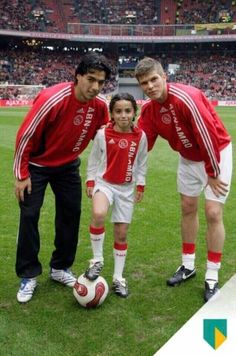 Mucha FUERZA Very sorry because of what happened with Appie, we are with you. Best Football Players, Soccer Players, Football Soccer, Afc Ajax, Association Football, Most Popular Sports, Beach Kids, Vintage Football, Best Player