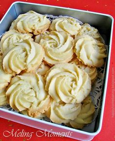 Happy Home Baking: A Box of Roses - Melting Moments Cookies Biscuit Cookies, Biscuit Recipe, No Bake Cookies, Yummy Cookies, Baking Cookies, Sugar Cookies, Cocoa Cookies, Galletas Cookies, Coffee Cookies