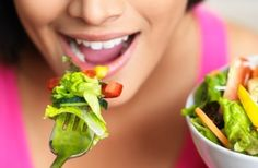 21 is the number of times, on average, a lean person chews each bite of food before swallowing, compared with 17 times among obese individuals! Chewing produces saliva, which aids with digestion. So get chewing! Best Weight Loss Plan, Fast Weight Loss, Healthy Weight Loss, How To Lose Weight Fast, Reduce Weight, Lose Fat, Losing Weight, Yeast Free Diet, Food Counter