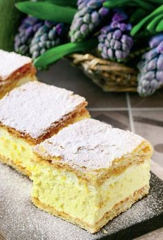 cremșnit-cu-blat-de-casă Easy Apple Cake, Desert Recipes, Easy Desserts, Pasta, Vanilla Cake, Baked Goods, Food To Make, Cake Recipes, Deserts