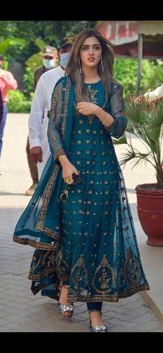 Simple Pakistani Dresses, Indian Gowns Dresses, Indian Fashion Dresses, Pakistani Dress Design, Unique Dresses, Stylish Dresses, Beautiful Dress Designs, Stylish Dress Designs, Queen Esther