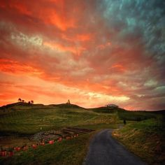 Photographer and Instagrammer kazuriphotography captured a neon sunset over the winding road up to the National Arboretum Canberra! #visitcanberra @seeaustralia