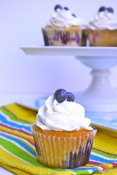 Blueberry Lemon cupcakes With White Chocolate Icing Blueberry Cupcakes, Lemon Cupcakes, Yummy Cupcakes, Blueberry Desserts, Cupcake Recipes, Cupcake Cakes, White Chocolate Icing, Chocolate Buttercream, Muffins