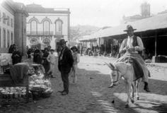 Foto de final del siglo XIX, de la Plaza del Mercado de Vegueta a las puertas de la calle Mayor de Triana en Las Palmas de Gran Canaria