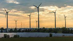 Erneuerbare Energien, auch regenerative Energien genannt, entstehen durch Nutzung der Sonnenenergie, Windenergie, Erwärme, Wasserkraft oder Meeresenergie. Im Gegensatz zu fossilen Ressourcen (Kohle, Erdöl, Erdgas, Torf), welche aus Millionen Jahre alten Abbauprodukten bestehen und deren Quellen enden, sind erneuerbare Energien im menschlichen Zeitverständnis unendlich.