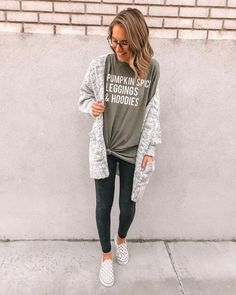 Currently living in this tee! It's a large, so it's super oversized and cozy! Paired it with the BEST leggings from the same… Outfits Hipster, Lazy Day Outfits, Sporty Outfits, Casual Winter Outfits, Classy Outfits, Stylish Outfits, Fall Outfits, Cute Outfits, Fashion Outfits
