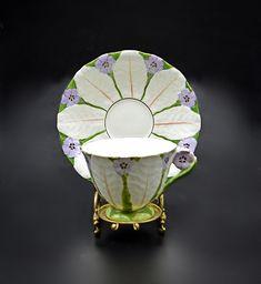 Atlas Grimwades Flower Teacup And Saucer, Art Deco China, Mauve Flower Handled Tea Cup Star Show, Miniature Figurines, Porcelain Vase, Op Art, Vintage Metal, Pansies, Teacup, Cup And Saucer, White Flowers