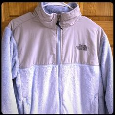 Authentic North Face Women's Denali Fleece Jacket Authentic The North Face Women's Denali Fleece Jacket. Previously loved but in great condition. Very nice jacket! Size women's medium! The North Face Jackets & Coats