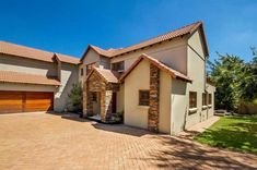 Explore this property 4 Bedroom House in Carlswald North Estate
