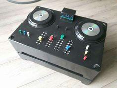 Sinterklaas surprise draaitafel. De knoppen kunnen echt schuiven en draaien. Voor een DJ in de dop!