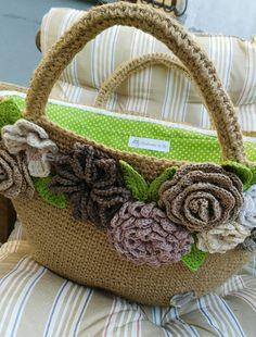 """""""Summer"""" Bag in yuta con applicazioni floreali a crochet"""