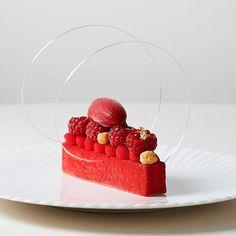 3,264 mentions J'aime, 34 commentaires – Cyril Lignac (@cyril_lignac) sur Instagram : «Délicatesse... #gourmandcroquant #dessert #soon #fresh #fruitsrouges #douceur @mat.croze…»
