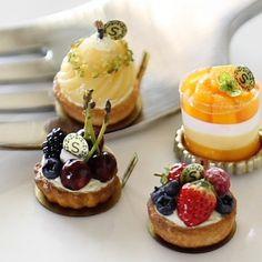 3月12日は スイーツの日。 shibazukeparipariのミニチュア。過去作。 1/6サイズ ミニチュア スイーツ。 樹脂粘土、レジン等で制作。 詳細はHPへ http://shibazukeparipari.com/gallery-1/sweets-6/sweets-6-cake #ミニチュア #食品サンプル #フェイクスイーツ #粘土 #ミニチュアフード #ケーキ #タルト #ムース #スイーツ #ドール #ハンドメイド #miniature #doll #handmade #sweet #cake #fake #food #resin #clay #art #instadaily