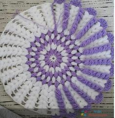 This Pin was discovered by Ayt Crochet Circles, Crochet Mandala, Crochet Motif, Crochet Designs, Crochet Flowers, Puff Stitch Crochet, Filet Crochet, Crochet Home, Diy Crochet