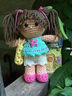 This Puddin Doll pattern is worked in the round from the feet up! The arms are sewn to the body 2 rows below the neck. You can vary the size of Puddin with yarn weight and hook size. Gauge isn't important in making her! Crochet Edging Patterns, Crochet Doll Pattern, Crochet Patterns Amigurumi, Amigurumi Doll, Crochet Dolls, Crocheted Toys, Crochet Scarf Easy, Cute Crochet, Crochet Baby