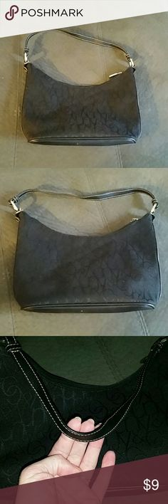 New York & Company handbag! Inside zipper is a little temperamental! There's just a few minor marks on it other than that it's in great condition! Open to offers and bundle under 5 lb. Posh double dips if a label upgrade is needed by charging me the entire shipping rate as well as charging the buyer than normal shipping rate. No trades, smoke-free, and Pub friendly! typically ship same or next day New York & Company Bags